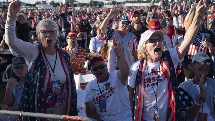 Những người ủng hộ ông Trump tại sự kiện vận động ở Perry, bang Georgia. Ảnh: The Atlanta Journal - Constitution.