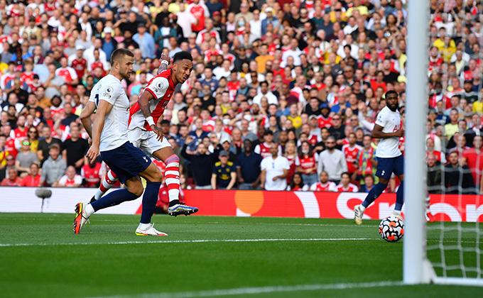 Aubameyang cũng ghi bàn trong trận Arsenal vs Tottenham