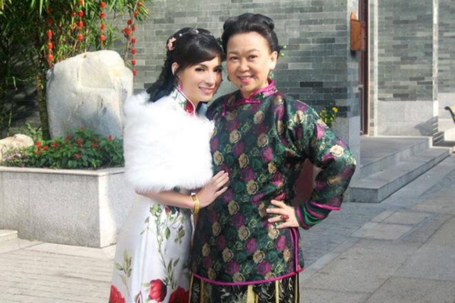 Phi Nhung để lại nhiều ấn tượng với vai diễn cô Phi trong phim truyền hình nổi tiếng Trạng Sư May Mắn Trần Mộng Cát do Trung Quốc sản xuất năm 2010