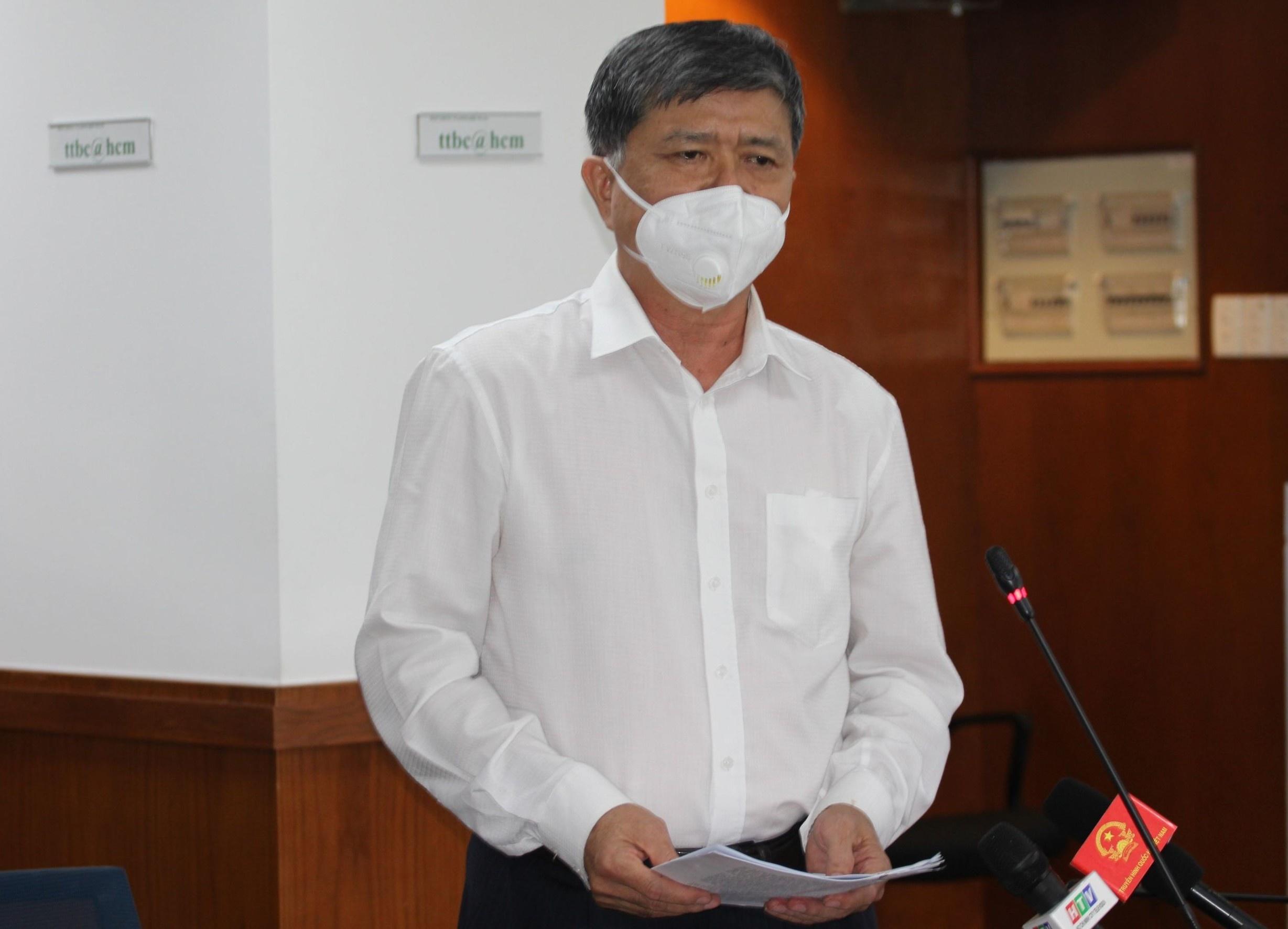 Ông Nguyễn Văn Hiếu, Giám đốc Sở GD&ĐT TP.HCM, phát biểu tại cuộc họp báo chiều 7/10. Ảnh: TN.