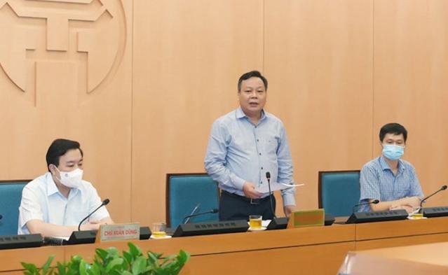 Phó Bí thư Thành ủy Nguyễn Văn Phong chỉ đạo tại cuộc họp. Ảnh: VTC.