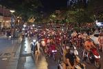 CHOÁNG: Phố đi bộ Nguyễn Huệ đông kinh hoàng tối cuối tuần dù dịch tại TP.HCM vẫn ở mức nguy cơ cao