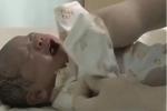 Đứa trẻ vừa chào đời đã 12 tuổi, bố mẹ rơi nước mắt, bác sĩ cũng 'nín thở'