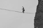 Ngôi làng duy nhất trên thế giới mà mọi người đều có thể đi trên dây